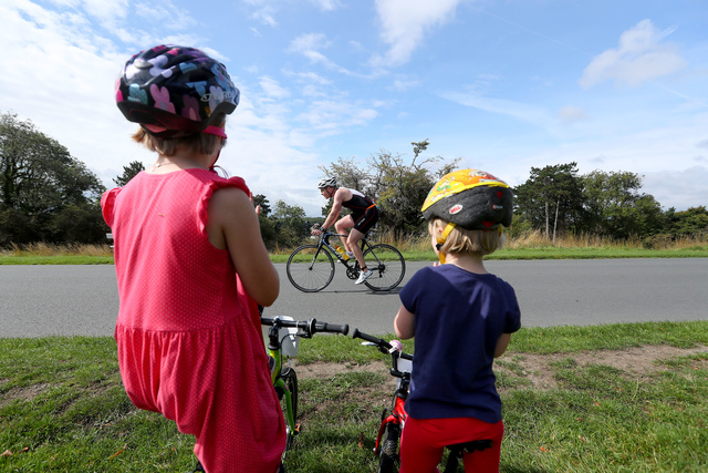 DCT 2017 Woman on Bike with Kids
